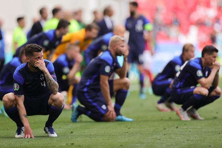 SỐC: Ngôi sao ĐT Đan Mạch Eriksen bất tỉnh trên sân, trận đấu ở Euro 2020 bị hoãn - Ảnh 2.