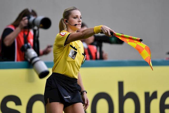FIFA ra thông báo chính thức, chốt hạ về tin đồn nữ trọng tài bắt trận Việt Nam vs Malaysia - Ảnh 1.