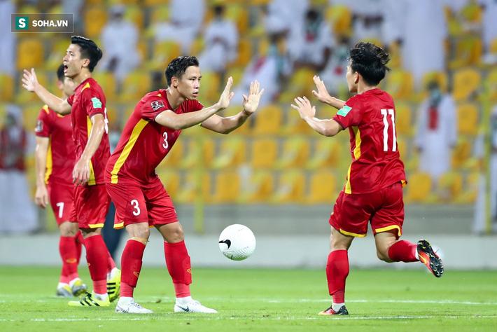 Báo Hàn Quốc: Thầy Park biến Việt Nam trở thành đội bóng đáng gờm ở vòng loại World Cup - Ảnh 2.