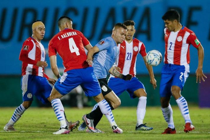 Suarez tịt ngòi, Uruguay hòa không bàn thắng với Paraguay - Ảnh 2.