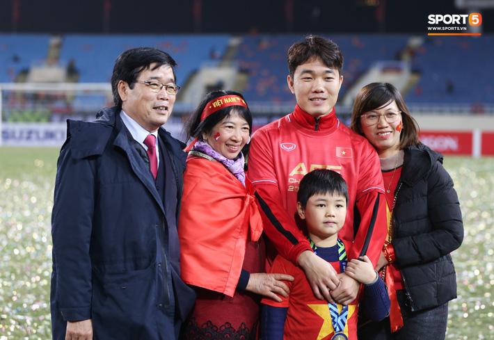 Bố mẹ cầu thủ tuyển Việt Nam: Thương các con vất vả, nhưng hãy vượt mọi khó khăn vì nhiệm vụ Tổ quốc - Ảnh 7.