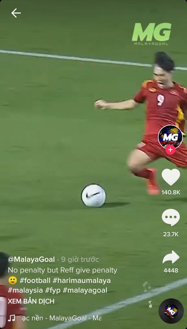 Fan Malaysia chơi xấu Văn Toàn, cố tình cắt ghép thiếu tình huống ngã penalty để đổ lỗi - Ảnh 2.
