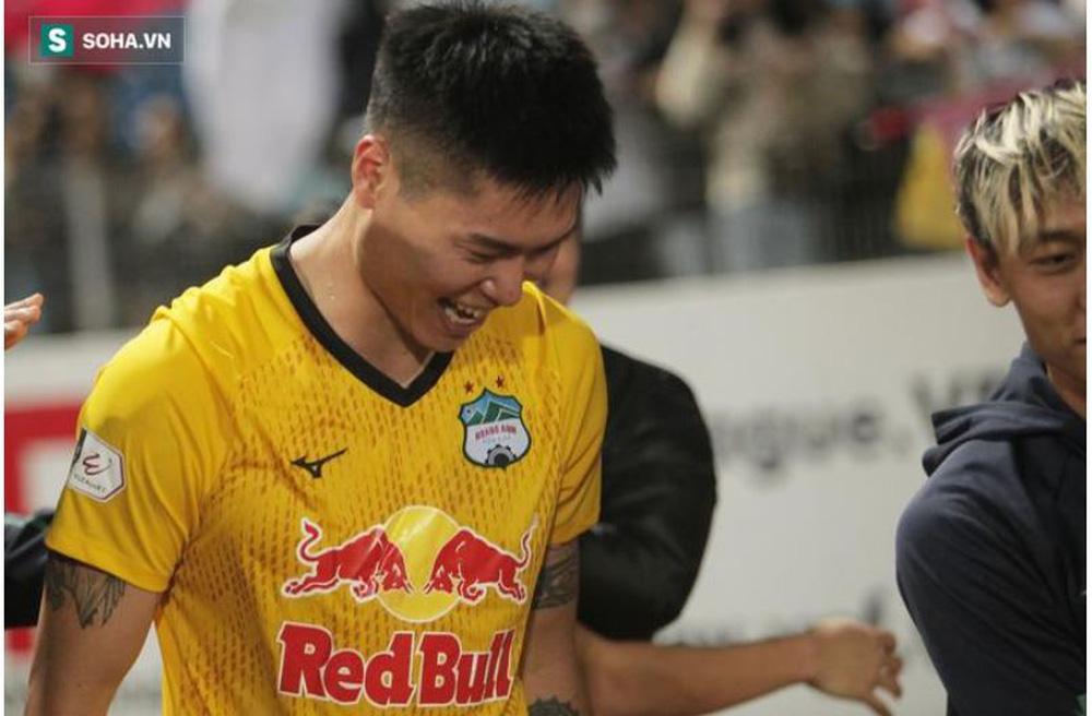 Lá chắn thép của HAGL tiết lộ lý do đến V.League chơi bóng, úp mở thời điểm chia tay CLB - Ảnh 1.