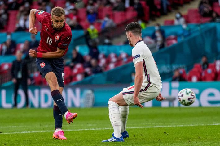 Filip Nguyễn bất ngờ lọt danh sách đề cử Quả bóng vàng, xếp trên cả ngôi sao dự Euro 2020 - Ảnh 1.