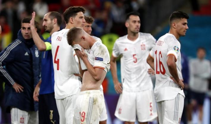 Các cầu thủ Tây Ban Nha bật khóc, lặng đi sau thất bại tại bán kết Euro 2020 - Ảnh 3.