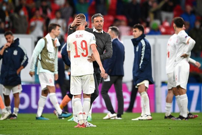 Các cầu thủ Tây Ban Nha bật khóc, lặng đi sau thất bại tại bán kết Euro 2020 - Ảnh 8.