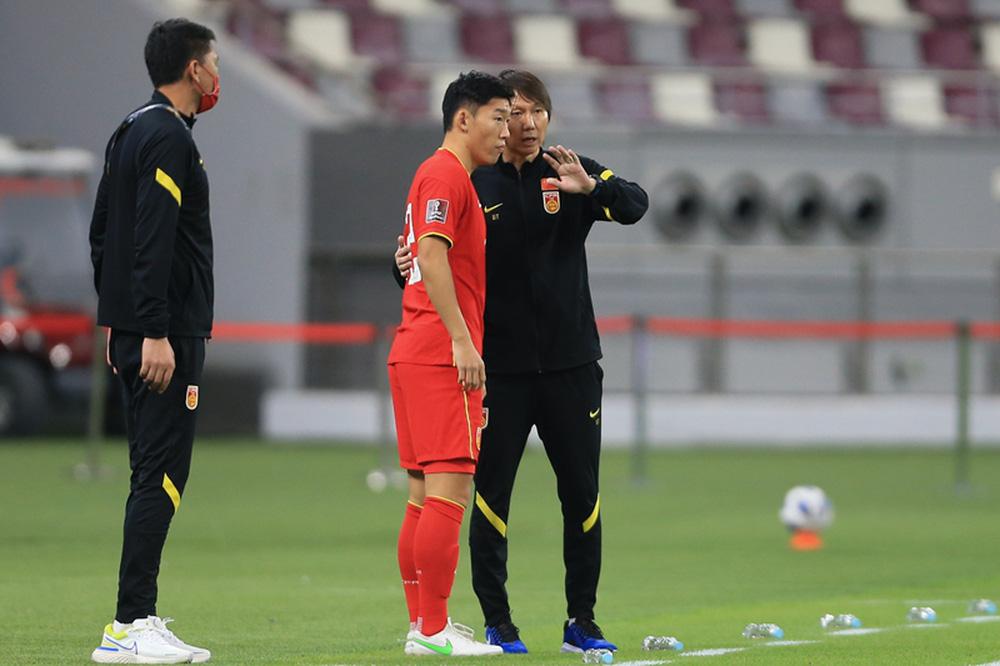 Cầu thủ Trung Quốc đầy mệt mỏi, thốt lên: Chúng tôi suy sụp cả thể chất lẫn tinh thần - Ảnh 1.