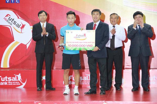 Cầu thủ sinh năm 1998 tung cú sút mang về 500 triệu cho tuyển futsal Việt Nam, và mở ra cơ hội tiến xa tại World Cup 2021 - Ảnh 3.